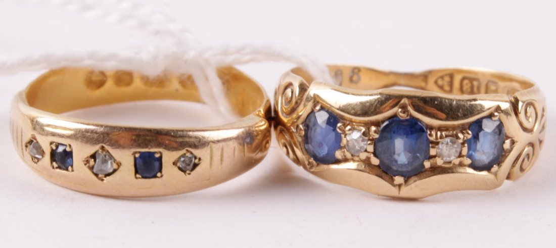 A sapphire three stone 18 carat gold ring, Chester