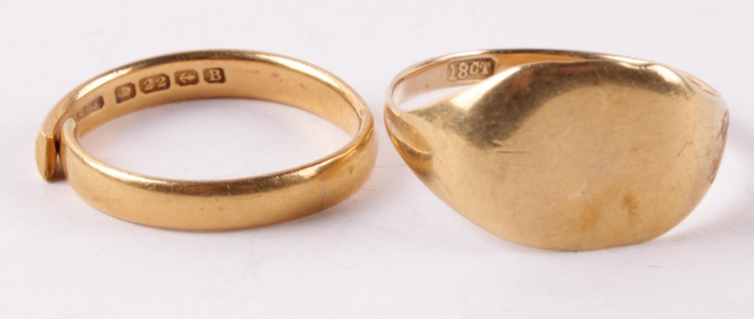 A 22 carat gold wedding ring, Birmingham 1926, of