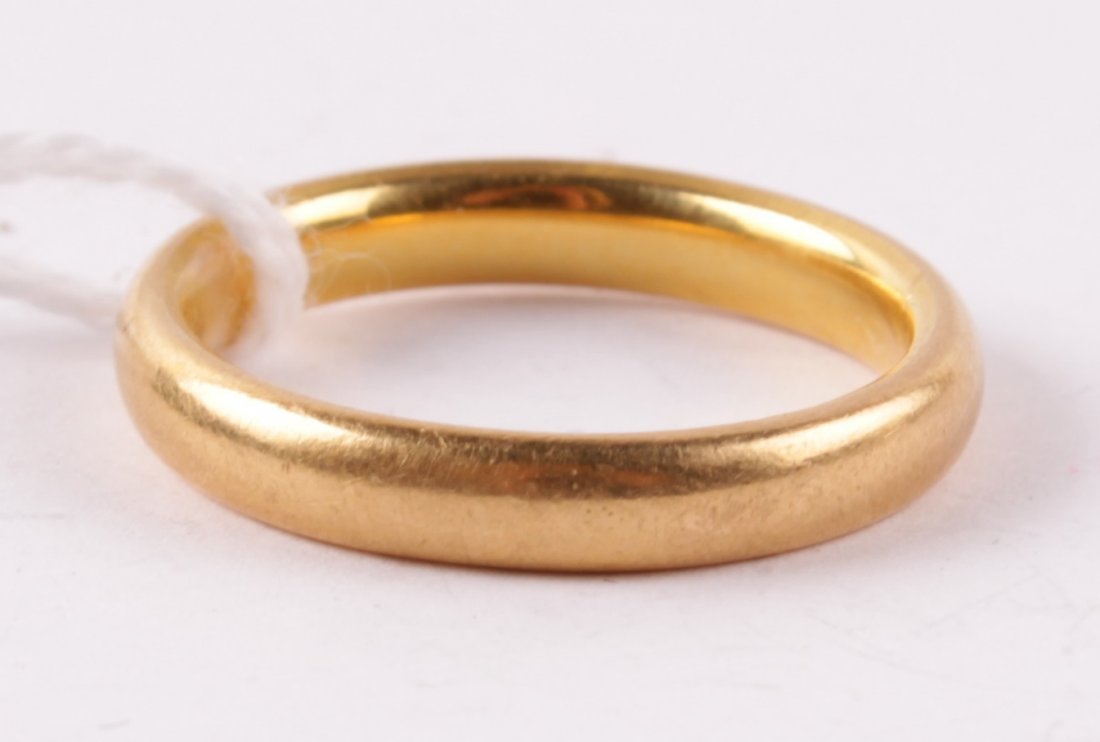 A 22 carat gold wedding ring, of plain narrow D se