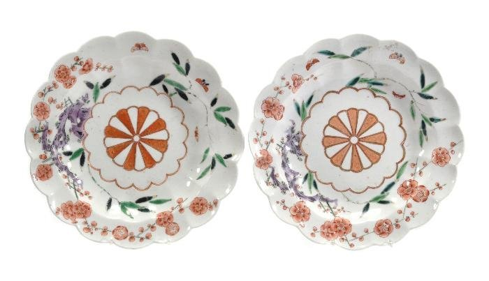 A pair of Chelsea kakiemon lobed plates , painted