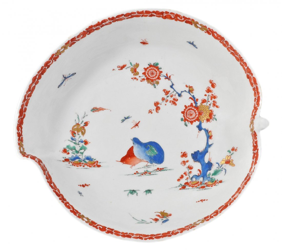A Bow 'Two-Quails' pattern leaf-shaped dish, 25cm in