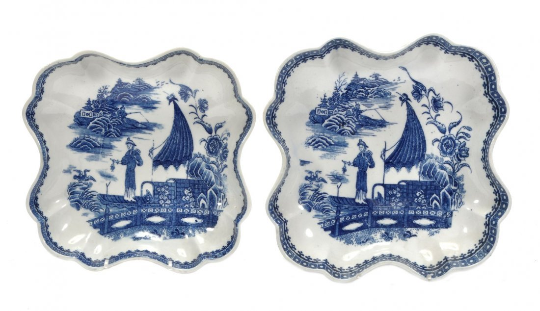 Two Caughley blue and white quatrefoil dishes in sizes,