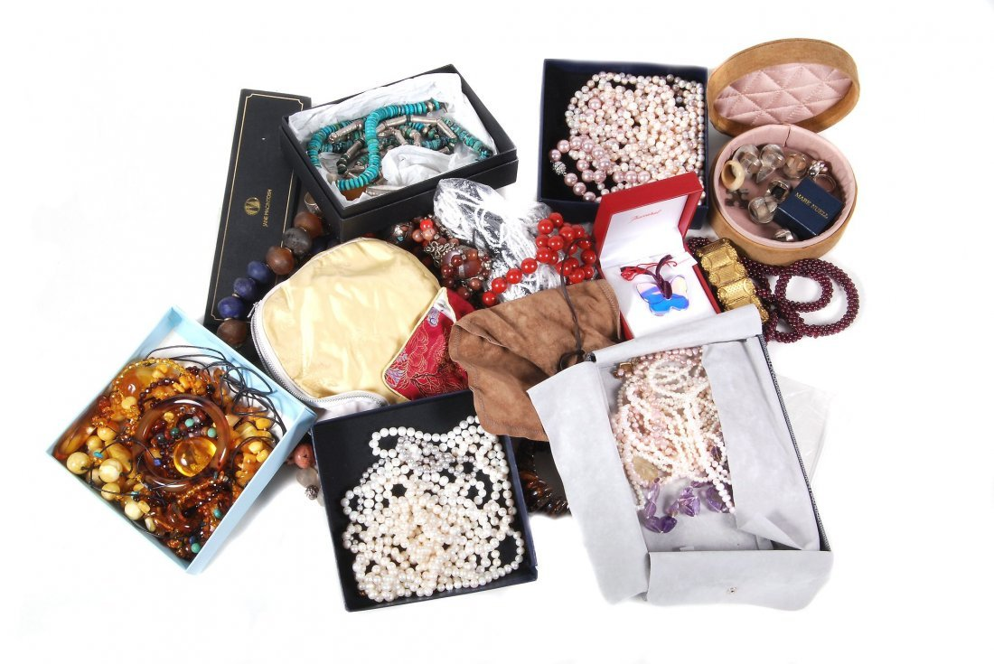 A quantity of costume jewellery , including hardstone