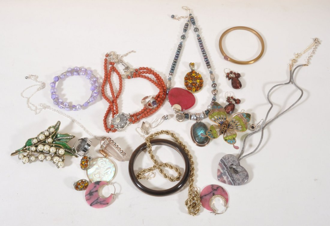 A quantity of costume jewellery, to include