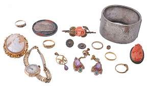 A collection of jewellery including an 18 carat gold