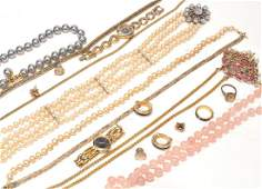 A small collection of jewellery items  including
