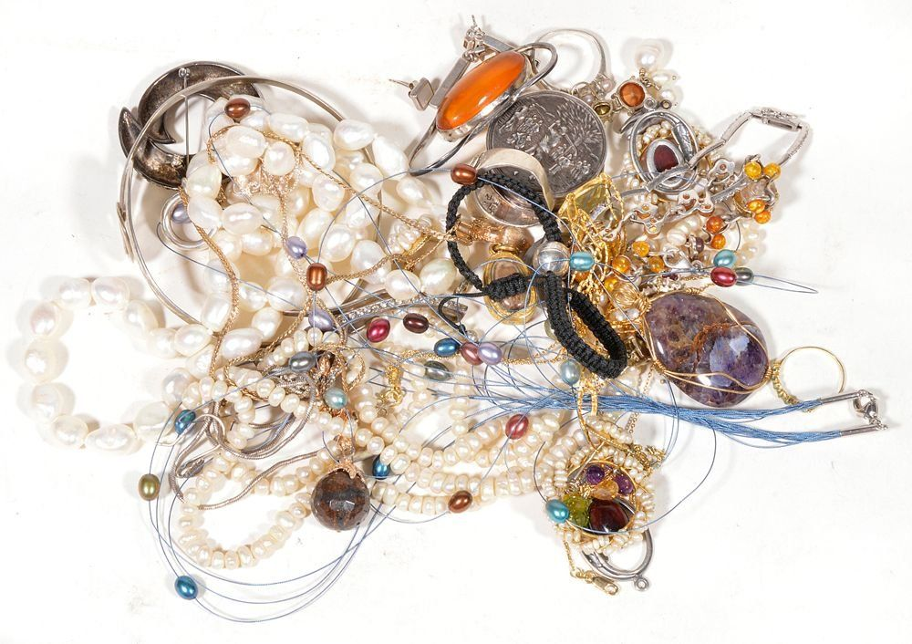 A collection of jewellery and costume jewellery , to