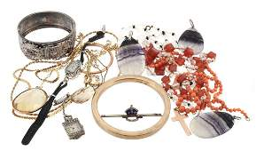 A collection of jewellery to include a graduated