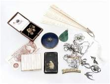 A small collection of jewellery and costume jewellery