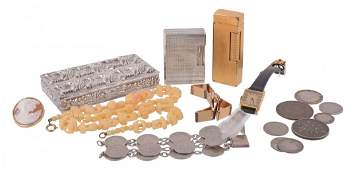 A small collection of jewellery costume jewellery and