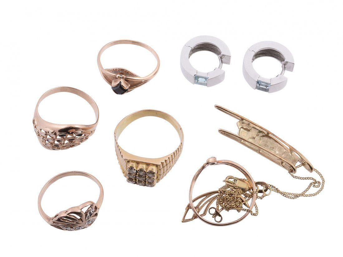 A collection of gold coloured jewellery, to include a