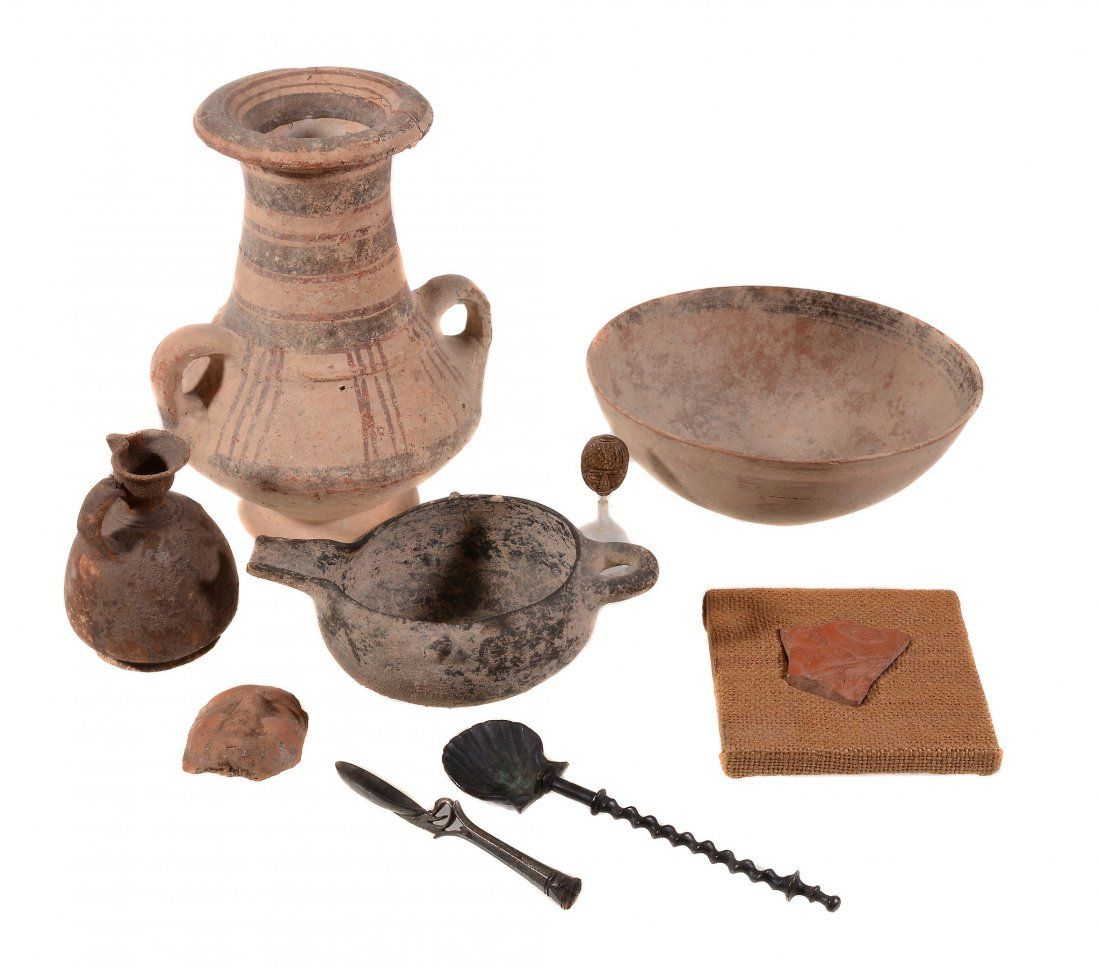 A collection of miscellaneous pottery vessels, circa 1