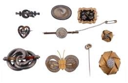 A collection of antique jewellery to include a gold
