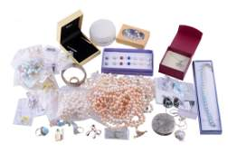 A collection of freshwater cultured pearl and silver