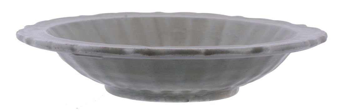 A Chinese celadon bowl, Yuan-early Ming Dynasty, - 3