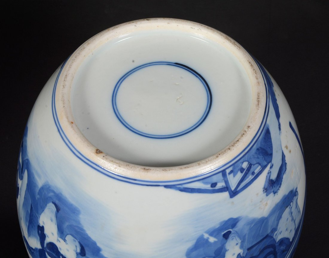 A Chinese blue and white vase , 17th century - 4