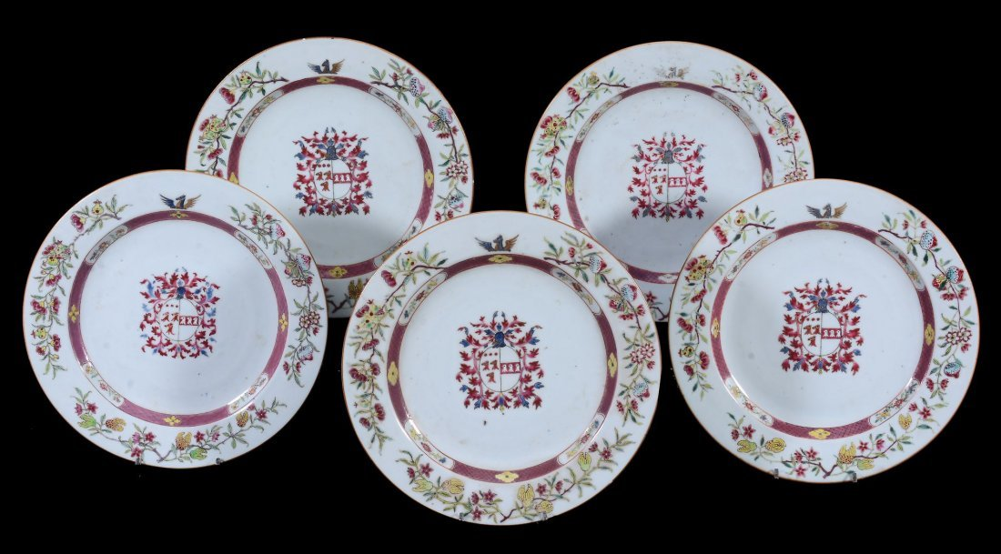 A Chinese export porcelain armorial dinner service - 2