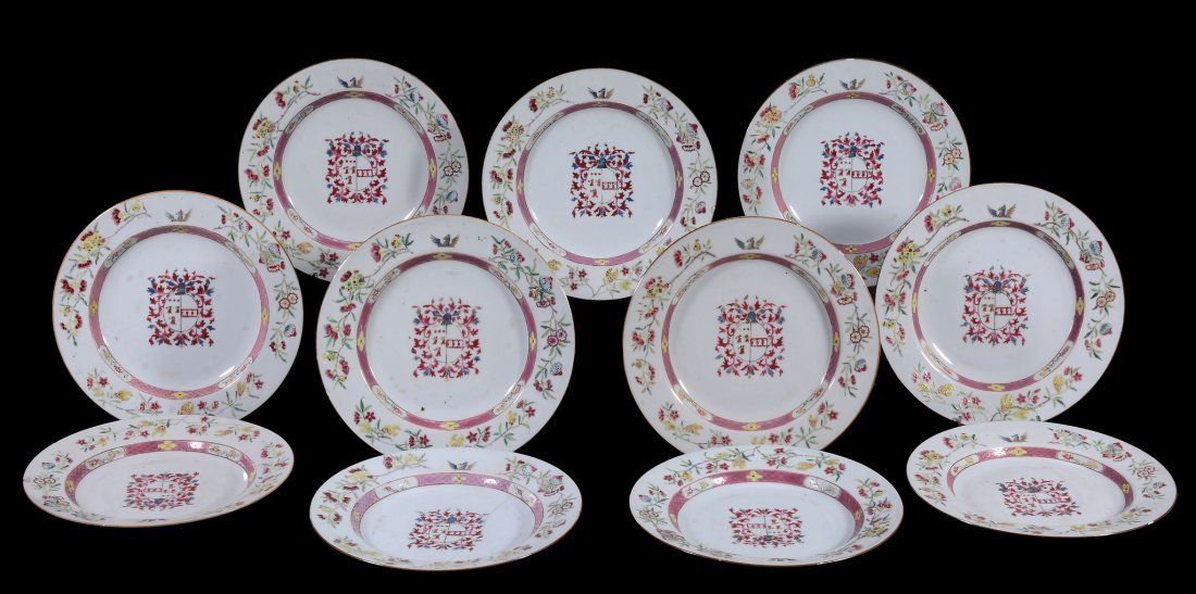 A Chinese export porcelain armorial dinner service - 3