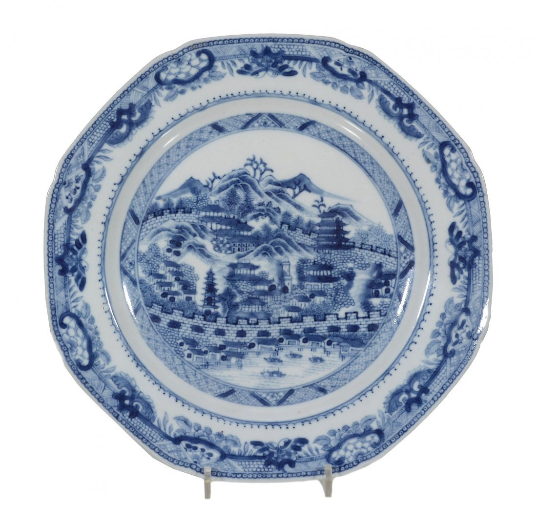 A Chinese blue and white 'Hong' pattern octagonal