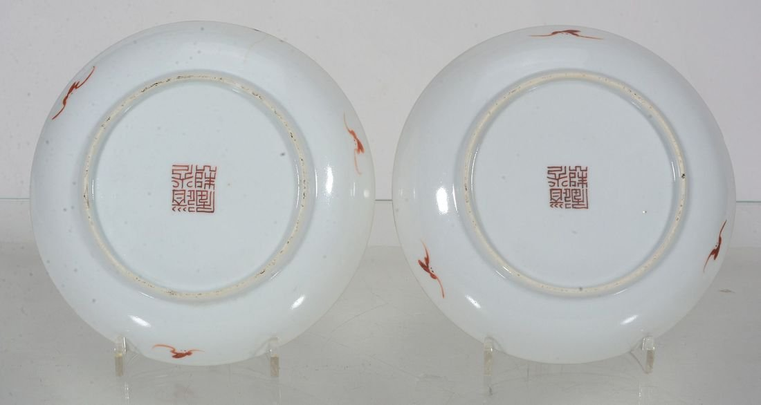 A pair of Chinese Famille Rose small saucer dishes - 3