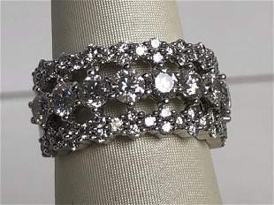 MAGNIFICENT DIAMOND RING SET IN 14K WHITE GOLD