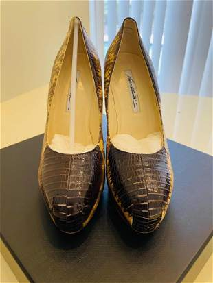 Brian Atwood sneak pump size 39 1/2, brand new.