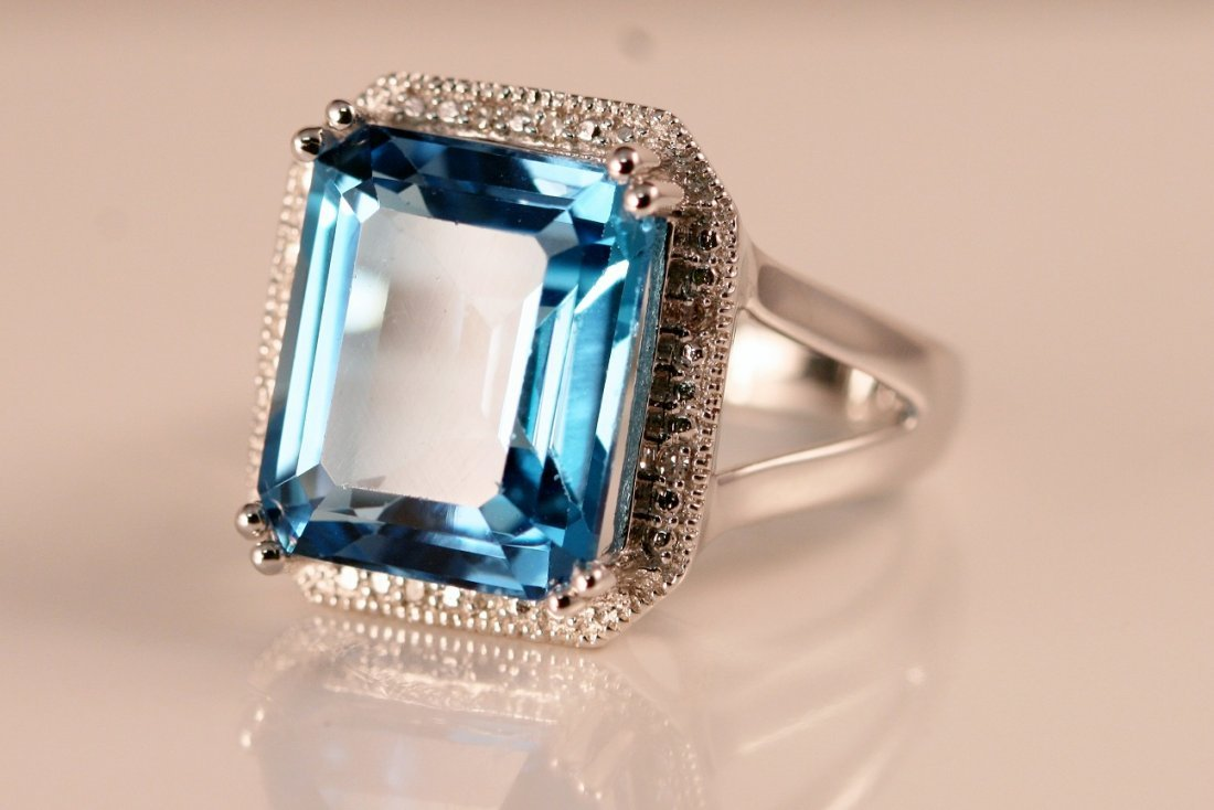 16: 14k White Gold Diamond & Blue Topaz Ring