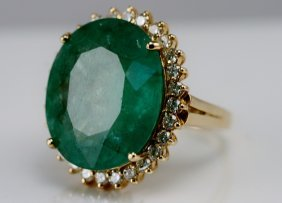 14k Yellow Gold Ladies Diamond And Emerald Ring.