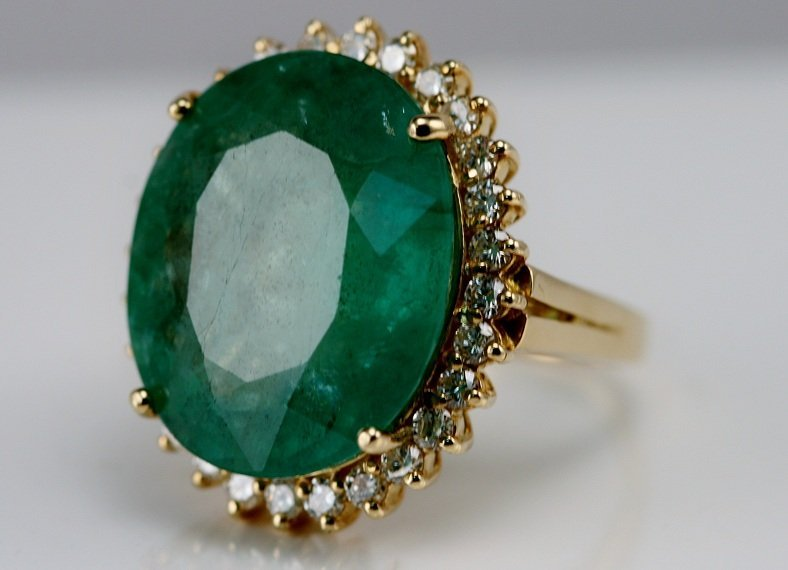 17: 14k Yellow Gold Ladies Diamond and Emerald Ring.
