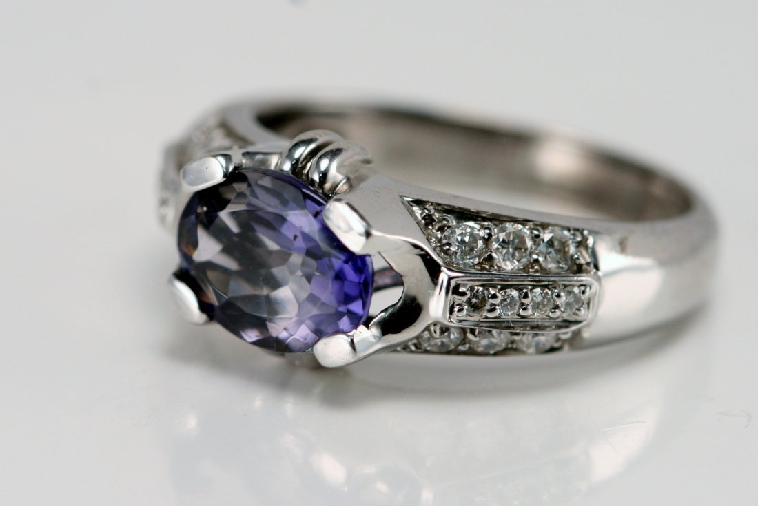 18K WT GOLD DIAMOND & TANZANITE RING.