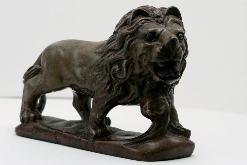 Old Hand Stone Lion with Stand