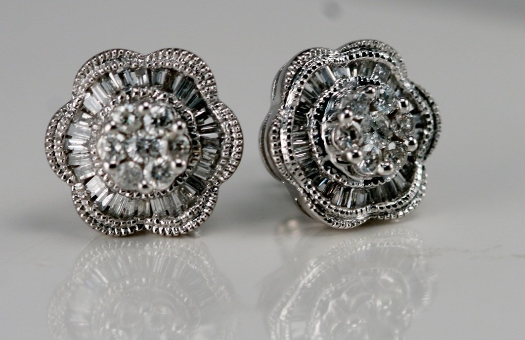 14K W/G DIAMOND EARRINGS