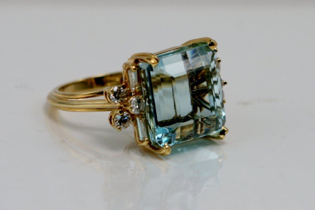 18K Y/G DIAMOND AND AQUAMARINE RING