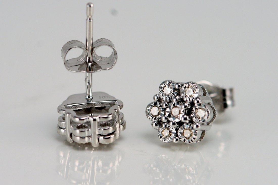 W/G DIAMOND EARRINGS