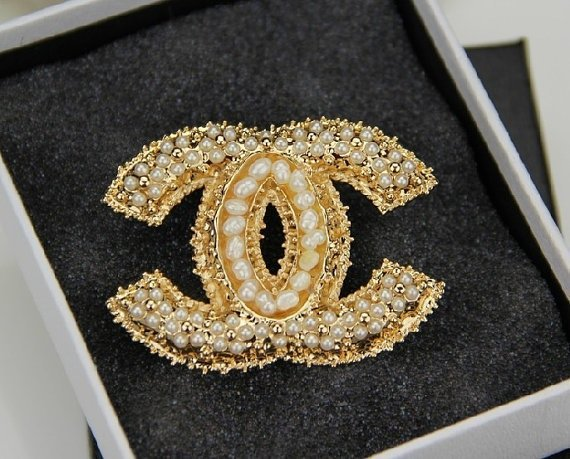 CHANEL GLASS PEARL AND GOLD BROOCH