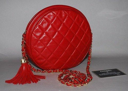 CHANEL VINTAGE 80'S RED MATELASSE ROUND SHOULDER BAG.