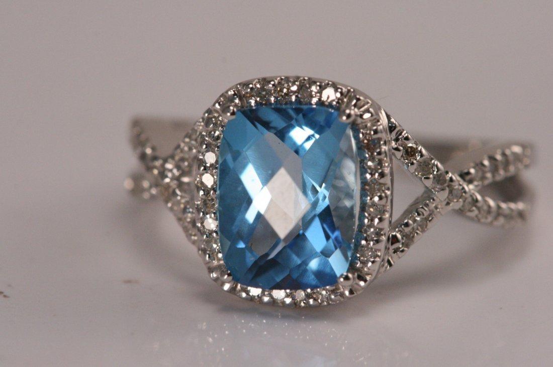 14K W/G DIAMOND & BLUE TOPAZ RING.