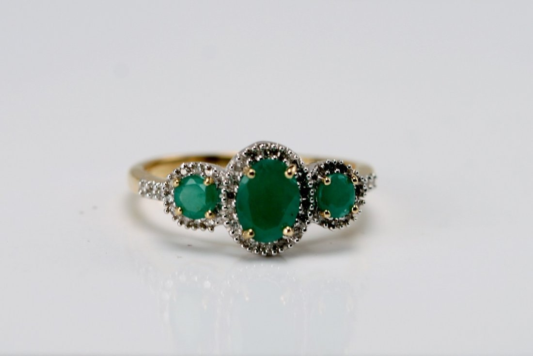 14K Y/G RING SET WITH DIAMONDS AND EMERALDS.
