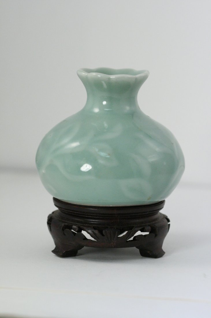 VINTAGE CHINESE CELADON VASE WITH SCALLOPED TOP