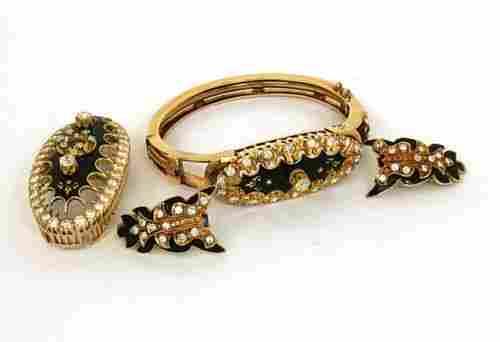 UNIQUE VINTAGE 14K GOLD & EUROPEAN DIAMONDS BANGLE,