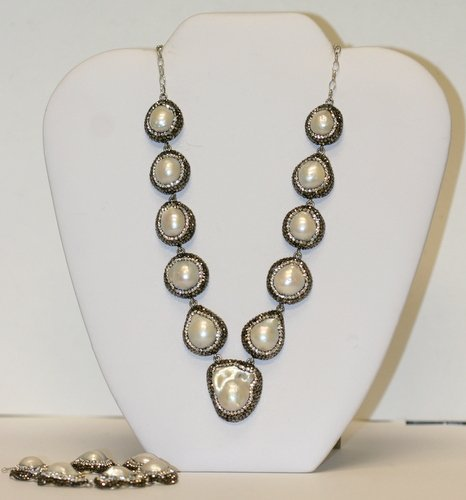 LOVELY DESIGNER PEARL NECKLACE AND BRACELET
