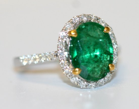 LADIES 14K GOLD OVAL CUT EMERALDS RING
