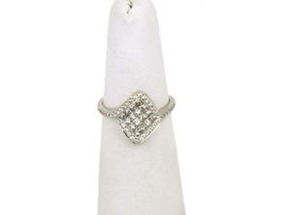 Elegant 18k White Gold Round & Princess Cut Invisible
