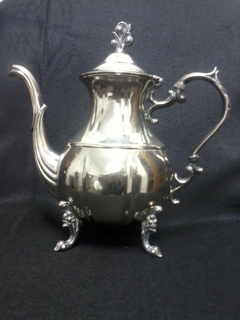 4001: Very fine english silver tea pot