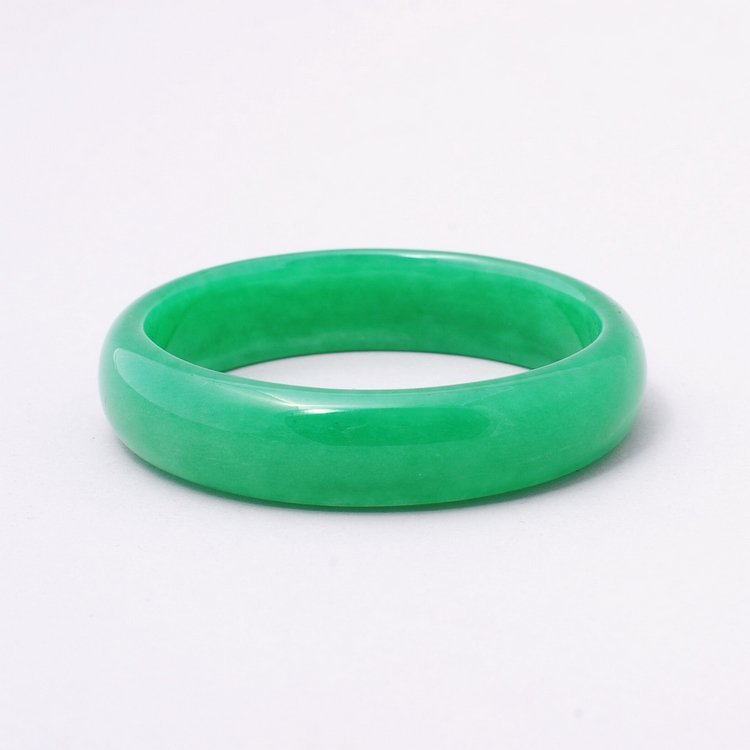 4013: Very fine Chinese  jadeite bangle bracelet