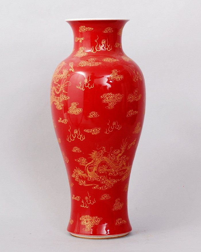 1142: FINE CHINESE PORCELAIN VASE WITH DRAGON PAI