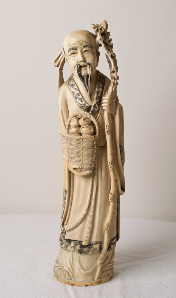 6377: A FINE CHINESE CARVED IVORY FIGURE