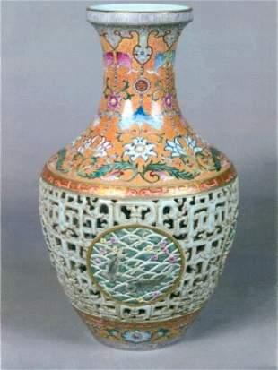 1078: Chinese Revolving Procelain Vase-