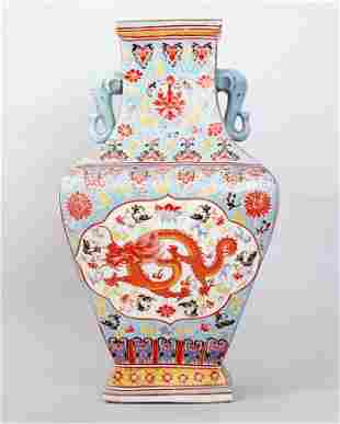 1109: FINE CHINESE QING FAMILLE ROSE PORCELAIN VASE