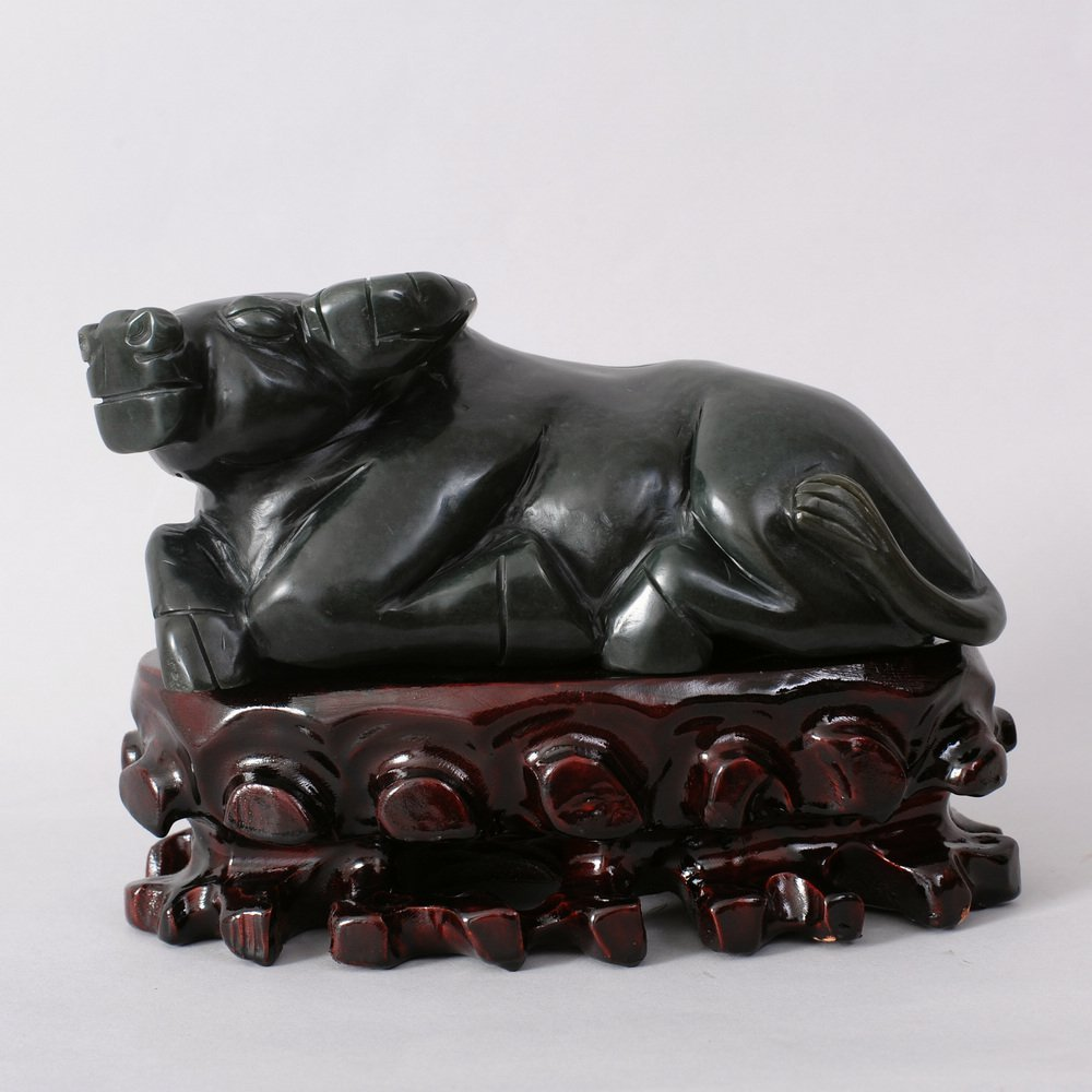 1083: CHINESE HETIAN JADE CARVING OF A WATER BUFFALO